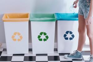 kosze na śmieci różnego typu