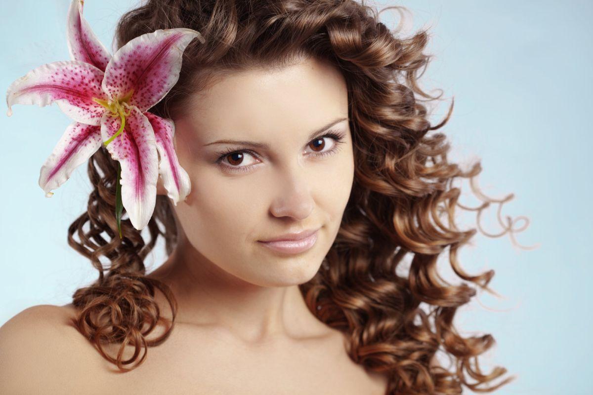 piękne kręcone włosy
